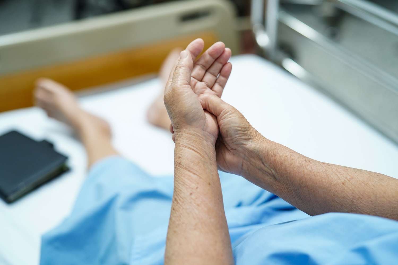 Samoistne drżenie rąk u osób starszych