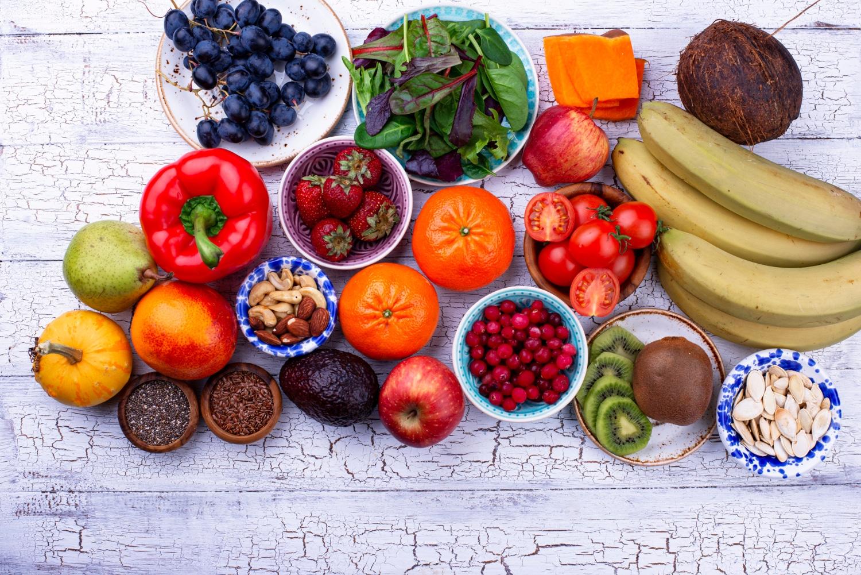 Frutarianie co jedzą? Na czym polega frutarianizm? Jakie są wady i zalety diety frutariańskiej?