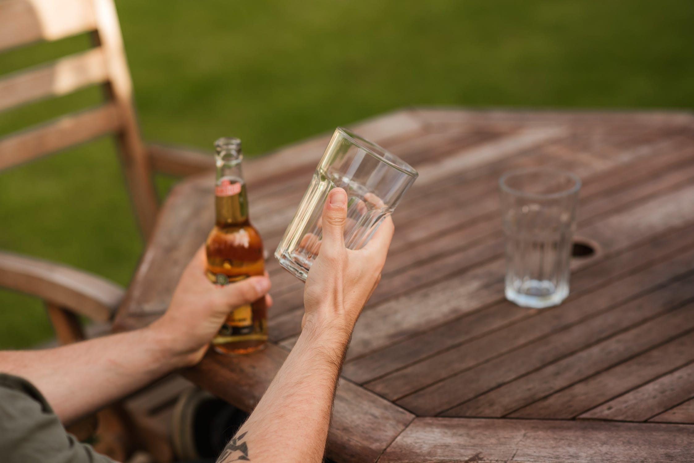 Na czym polega zabieg implantacji wszywki alkoholowej Esperal?