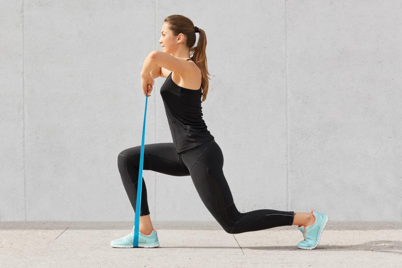 Ćwiczenia z gumą na nogi, ręce, plecy i pośladki