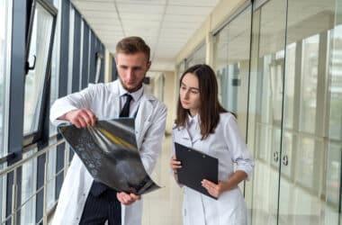 Lekarze znający glejak przyczyny