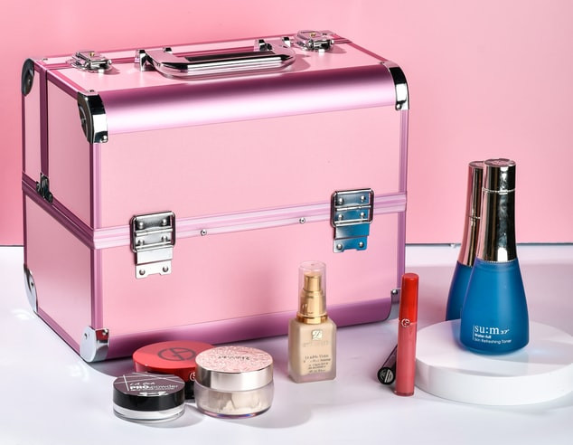 Kuferek na kosmetyki do makijażu.