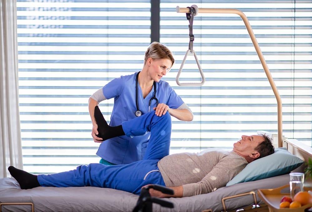 Czy warto wypożyczyć łóżko rehabilitacyjne?