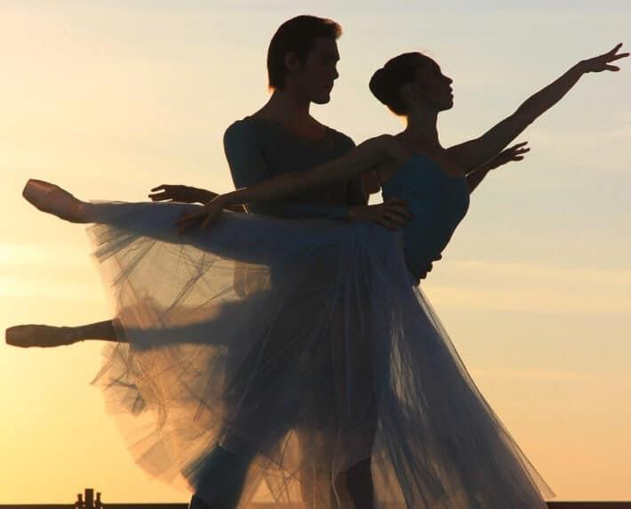 Para tańcząca w szkole tańca.