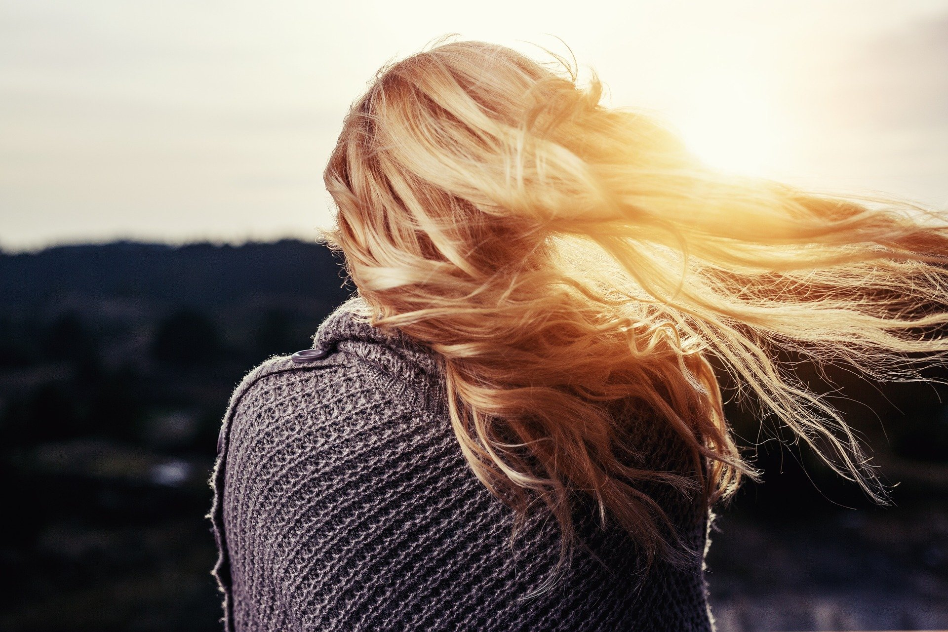 Pielęgnacja włosów blond, czyli jak dbać o włosy rozjaśniane?