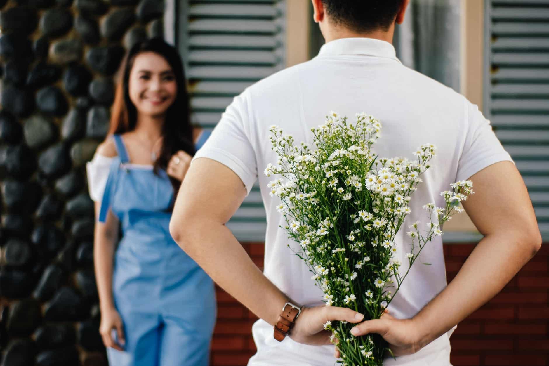Czy darmowe portale randkowe rzeczywiście są za darmo? Co oferują w porównaniu do płatnych?