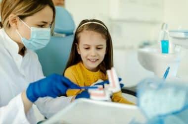 Adaptacja dziecka u dentysty.