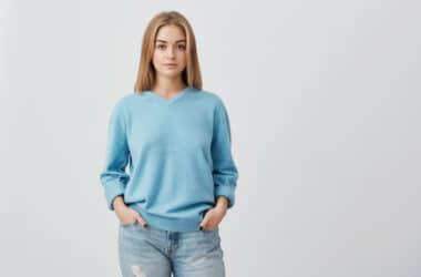 Kobieta stosująca implant antykoncepcyjny