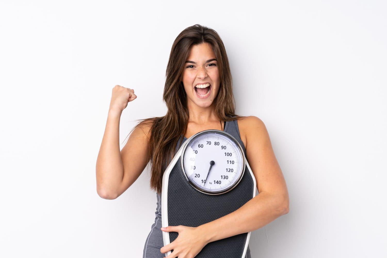 Jak schudnąć z ud i brzucha – 10 sprawdzonych sposobów