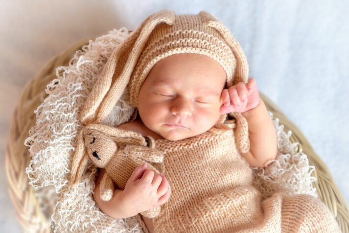 Delikatna skóra u niemowlaka o którą trzeba dbać naturalnymi kosmetykami