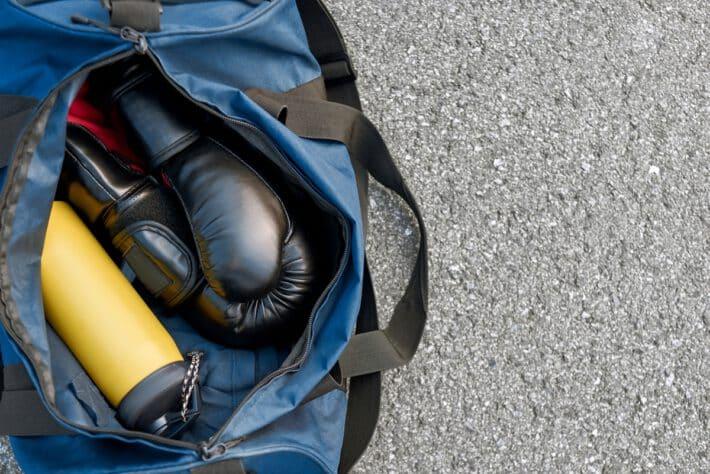 Sportowa torba w której znajdują sie ochraniacze