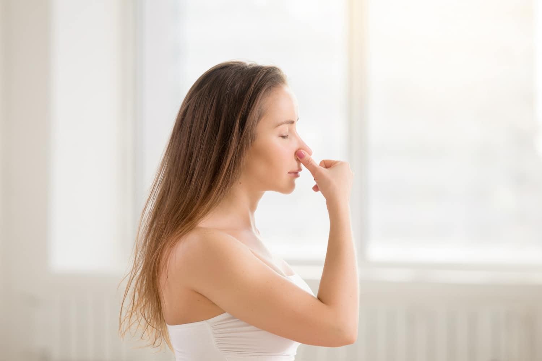 Jak odetkać nos? Poznaj sprawdzone sposoby na zatkany nos!