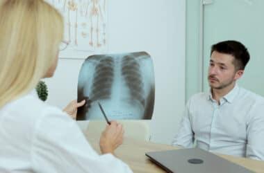 Mężczyzna ze zdiagnozowaną przewlekłą obturacyjną chorobą płuc