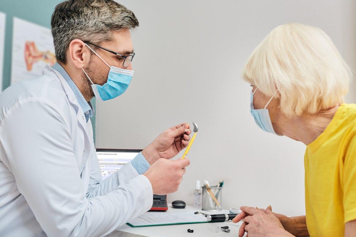 Jak rozpoznać niedosłuch i skutecznie go leczyć?